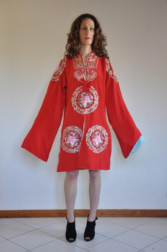Vintage Chinese hand embroidered RED silk kimono r