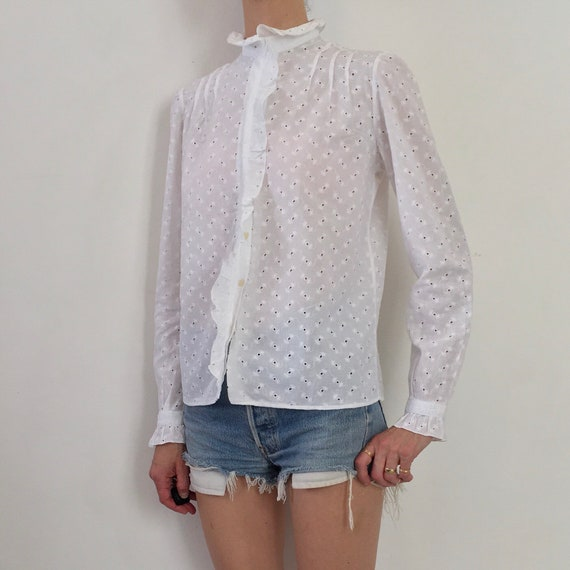 80s White Cotton Lace Eyelet Button Up Blouse Wit… - image 2