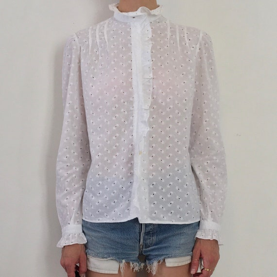 80s White Cotton Lace Eyelet Button Up Blouse Wit… - image 4