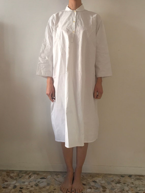 50s White Cotton Hand Embroidered Long Sleeve Vict
