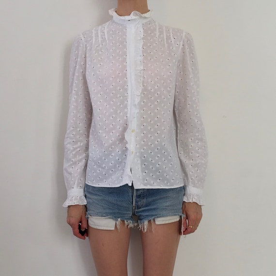 80s White Cotton Lace Eyelet Button Up Blouse With