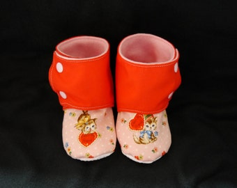 Vintage Valentine's Day kitty/heart, baby/toddler stay-on, non-slip booties/crib shoes, pink and red lined with fleece