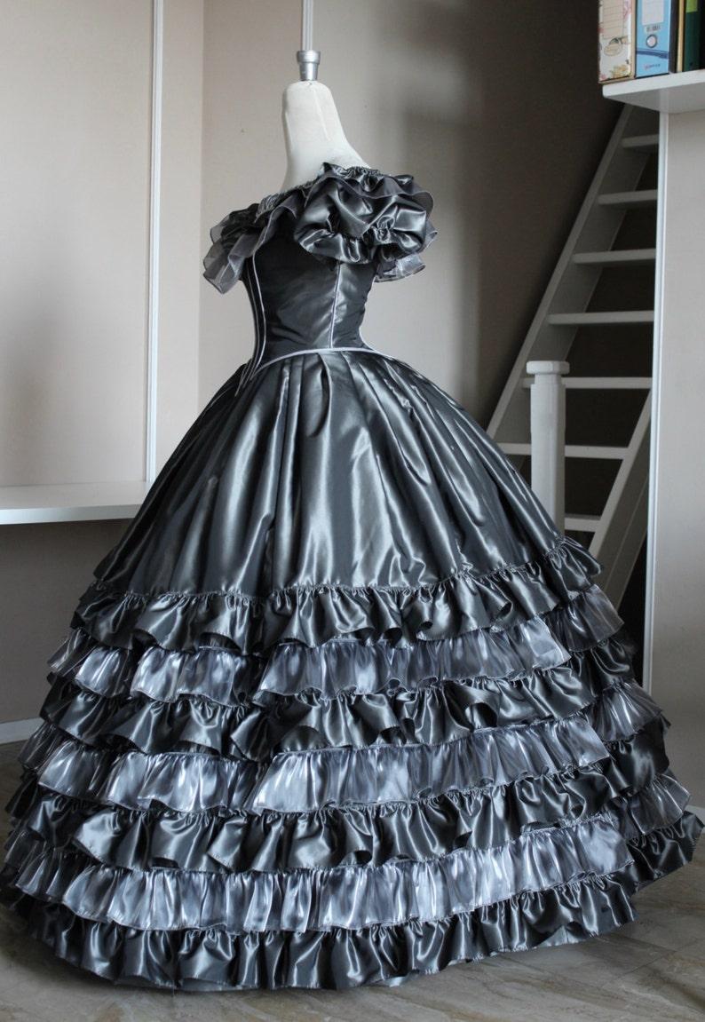 Viktorianisches grau Taft und Organza Prom Kleid Silber ...
