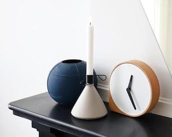 CLORK CLOCK - Puik - Design - Amsterdam - Cork - Steel - Time - Natural - Hands - Simple - Inspiration - Clean - Elegant - Living room