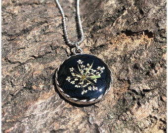 Necklace with wild carrot flowers   small round trailer   silvery