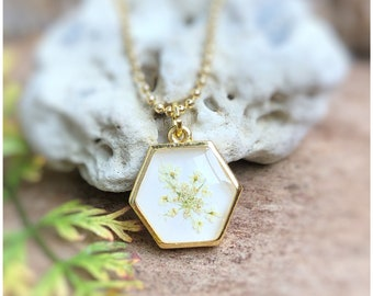 Hexagon necklace   white   gold-coloured   real wild carrot flowers   small trailer   minimalist   hexagon