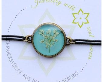 wild carrot   elastic bracelet   real flowers   light blue   Gift idea   Nature lovers:inside