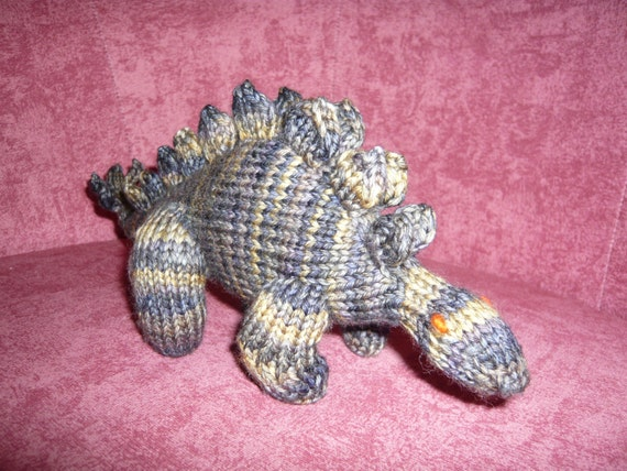 Stegosaurus Pattern pdf, an amigurumi knitting project