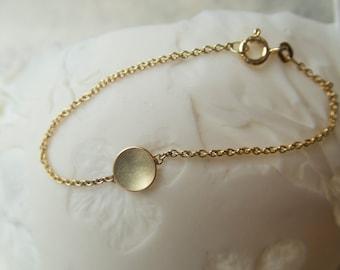 14 k Gold Bracelet, minimal bracelet gold, 14k gold bracelet circle, pendant gold matte, present for new mom, bracelet with gold disk