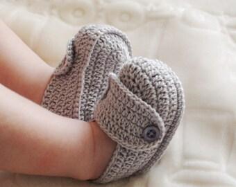 Grey crochet booties Gray Baby booties Baby Boy crochet shoes Crochet shoes baby Crochet baby boy shoes Baby Shower Gift for baby crib shoes