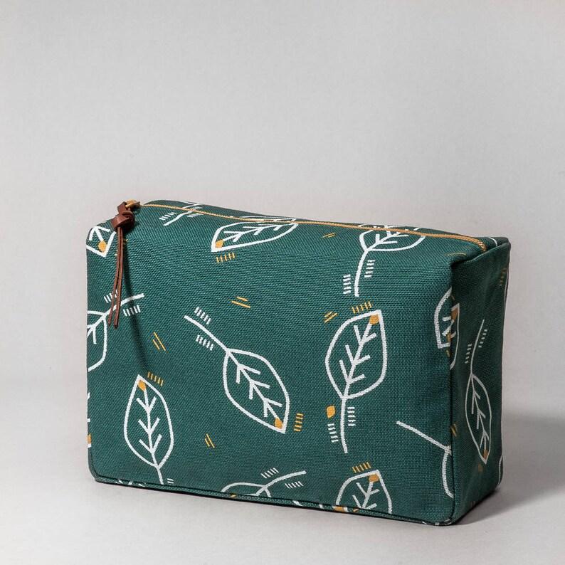 Green Vanity case with vegetal print image 0