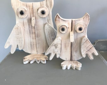 Christmas decoration. Wooden owl decoration in small and large. Christmas owl. Rustic Christmas decoration.
