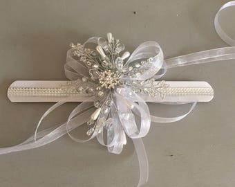 Snowflake wrist corsage with diamante, winter wrist corsage, bridesmaids wrist corsage, wristlet, Christmas weddin, winter wedding