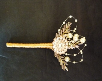 Rose gold brooch boutonniere with pearls and