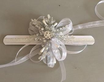 Snowflake wrist corsage with diamante, winter wrist corsage, bridesmaids wrist corsage, wristlet, Christmas weddin, winter wedding