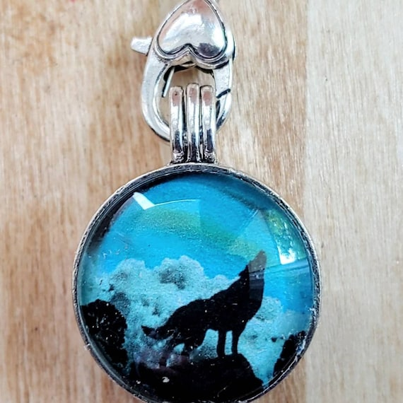Howling Wolf Turquoise Diffuser Pendant