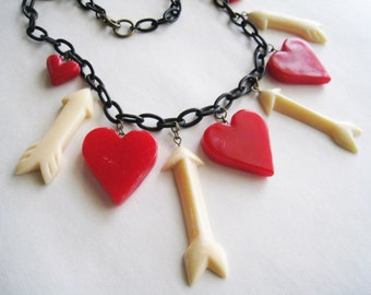 Queen Of Hearts Necklace-1940's 1950's Celluloid Style Resin Arrow &  Hearts