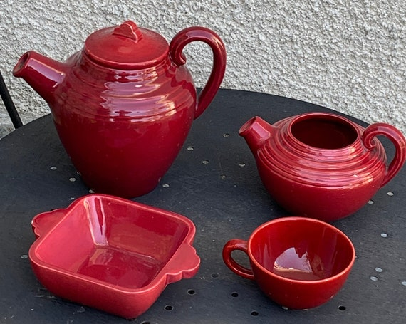 Red enameled porcelain coffee service ART CERAM ST jean de luz, art deco, collector and design