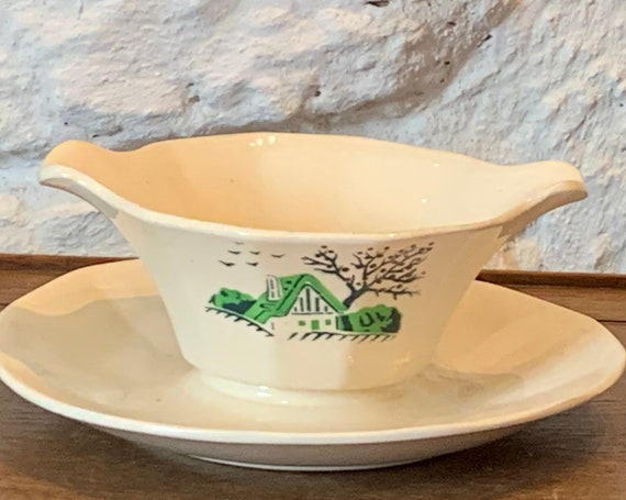 Sauce boat in white earthenware, small hand painted cottage pattern, Baytex digoin Sarreguemins model made in France, art deco, France 51