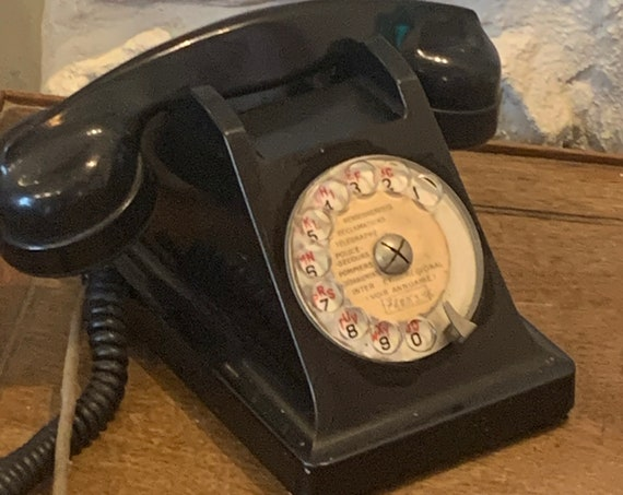 Dial telephone, in vintage black Bakelite 1964, P and T, made in France