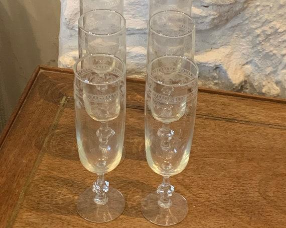 Set of 6 transparent glass flutes chiseled vintage floral pattern