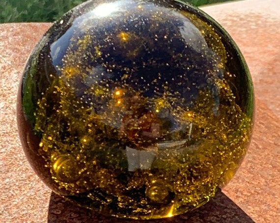 Sulfur glass ball paperweight in blown glass and bubble, green yellow and vintage golden