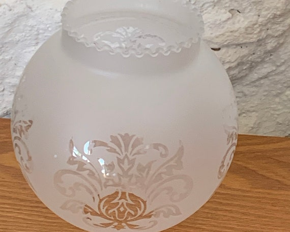 Globe for old oil lamp in frosted glass with transparent floral pattern