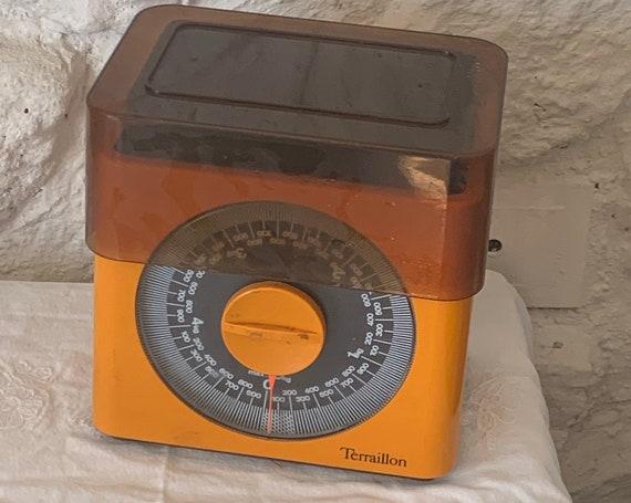 Orange plastic scale and brown cover TERRAILLON vintage 1970, designer italien Marco ZANUSO , collector, kitchenalia