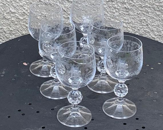 Set of 6 wine glasses in glass and transparent crystal chiseled floral pattern, bells, faceted base, vintage