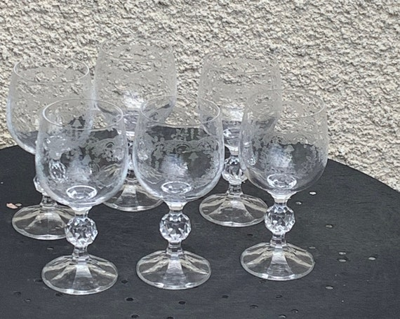 Lot of 6 water glasses in glass and transparent crystal chiseled floral pattern, bells, faceted base, vintage