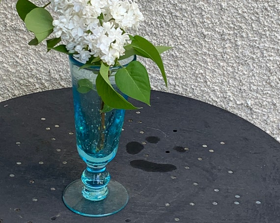 Charming vase on foot in blown and bubbled glass, handcrafted, Vintage Blue color, Biot glassware style but unsigned