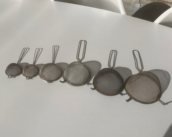 Set of 6 old colanders of different sizes, kitchenalia, to hang