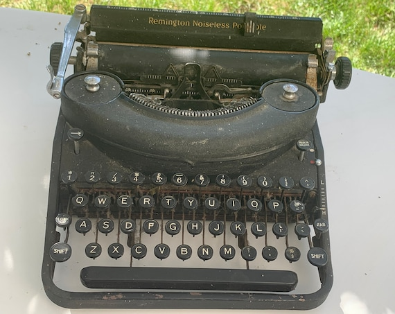 Remington noiseless portable typewriter Remington Rand usa art deco Manufactured under noiseless patent 1471152 and other us foreign patent