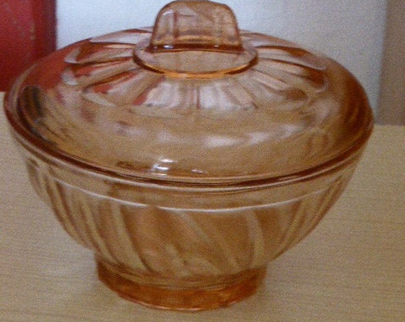 Vintage pink glass candy box 1960, twisted glass
