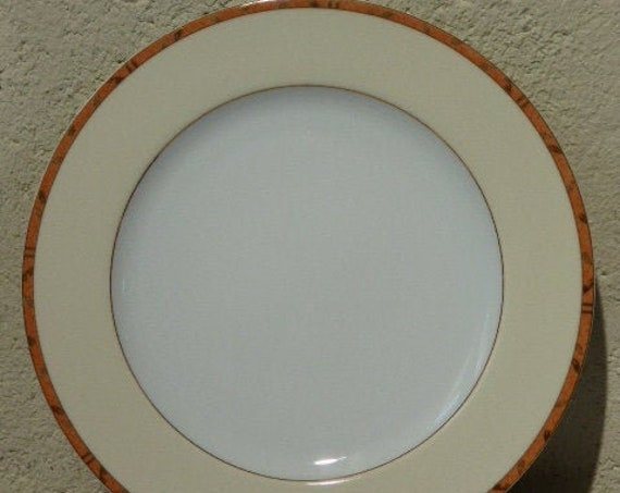 6 flat plates in white and beige porcelain, edged on the edge of coral color with golden leaves