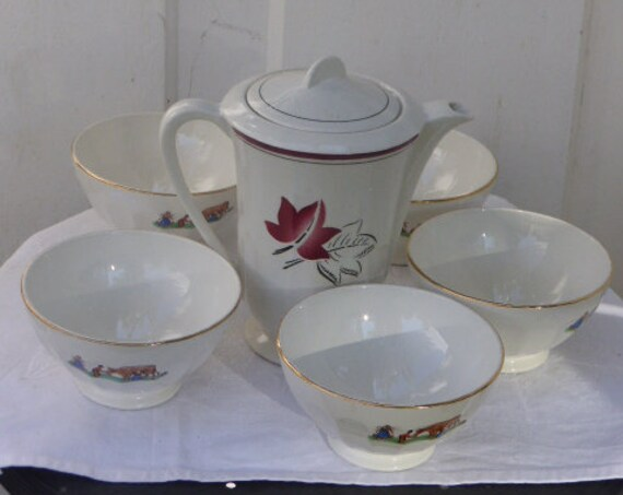 Coffee service consisting of a white earthenware coffee pot with red leaves and 5 bowls faceted white faience with a decor
