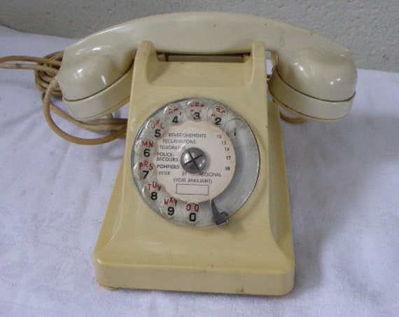 PTT France 1960 vintage telephone in beige bicolor bakelite cream, combined and white earphone, complete, earphone and plug, collector