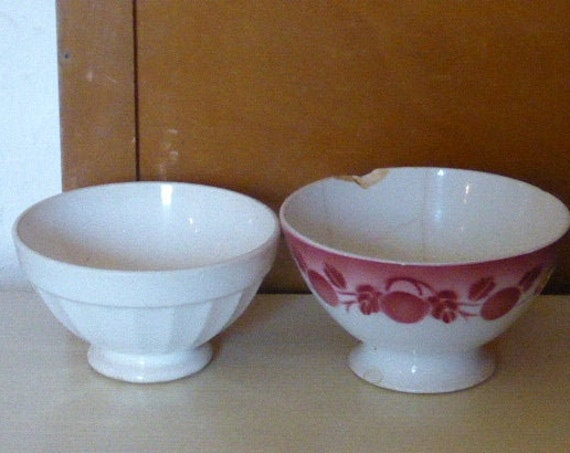 Lot of two old bowls, one with fruit patterns and a faceted white, digoin france art deco