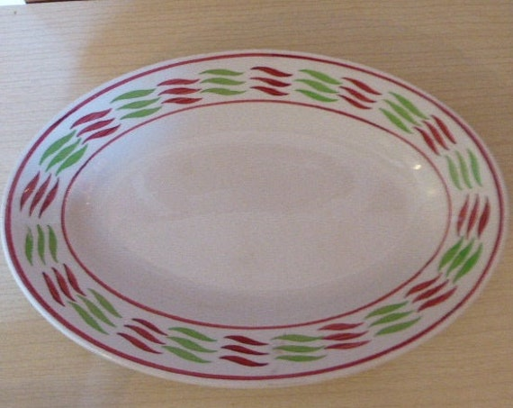 Serving dish, in earthenware red and green vintage geometric patterns, stamped KG Luneville, France
