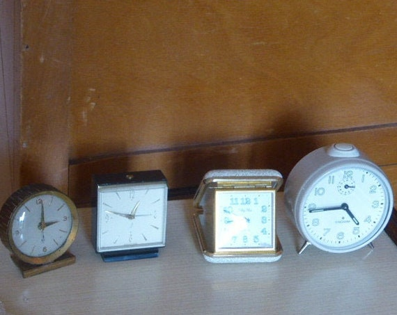 Lot of 4 alarm clocks, two Jaz alarm clocks, a Silvoz travel alarm clock and a Junghans alarm clock, vintage and collector from 1950 to 1970