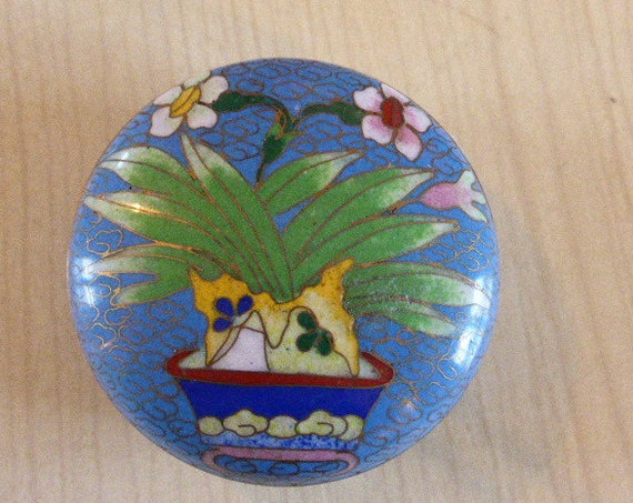 Round box in cloisonné enamels from Asia, old Blue with a superb floral pattern, very delicate and elegant