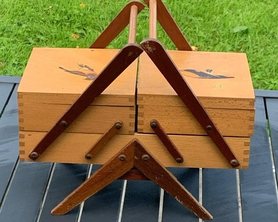 Charming articulated sewing box, for children, two-tone varnished wood, birds on the art deco cover