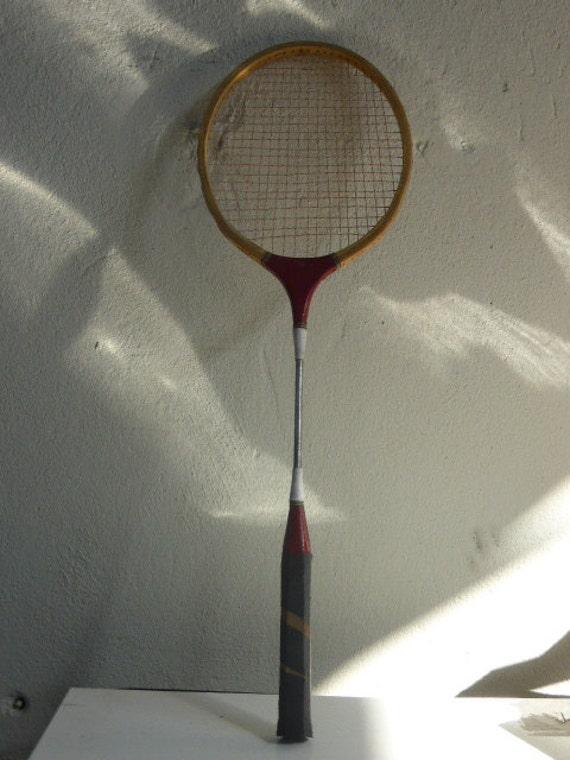 Badminton racket in wood and metal, vintage, varnished wood