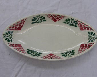 Small Art Deco service plate, floral motif, green, pink and white faience, old Stamped: Christiane HBC