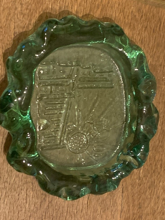 Vintage green glass ashtray, cathedral of albi in relief