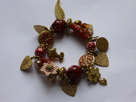Charm bracelet, SOUTHERN PEOPLE, collector, vintage 1990, gold metal, burgundy and orange beads, and red