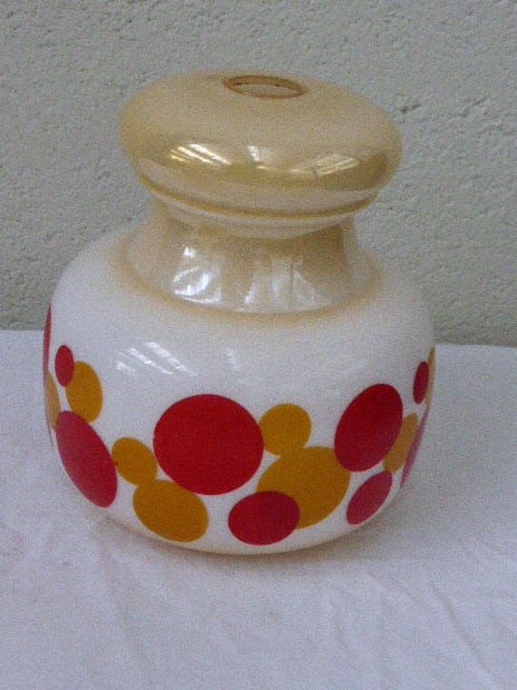 """Lampshade in opaline """"pop"""", on a mother of pearl base, round red and orange, vintage 1970."""
