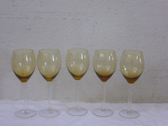Set of glasses service consisting of 5 wine glasses, in yellow glass, chiselled with bunches of grapes and transparent base, vintage