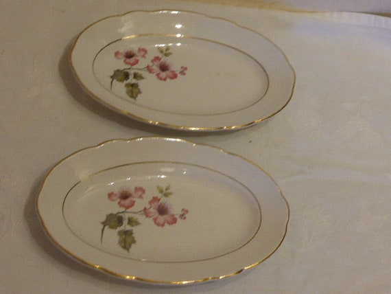 Lot consisting of two small serving dishes Eglantiers pattern, model MADRIGAL, KG LUNEVILLE Badonviller France, old, around 1940