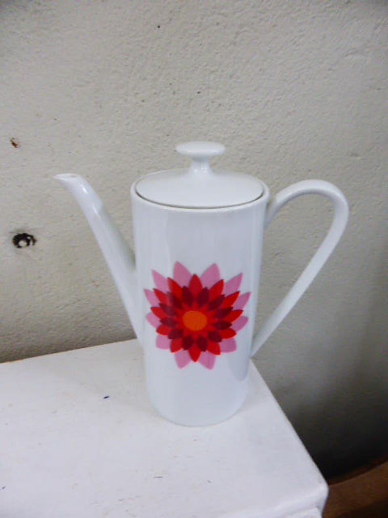 White porcelain coffee maker ARZBERG Germany and numbered pink and red vintage design motif 1970